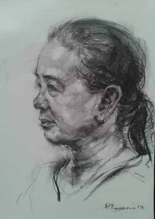 Phác họa chân dung người phụ nữ trung niên