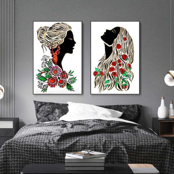 cô gái và hoa treo phòng ngủ