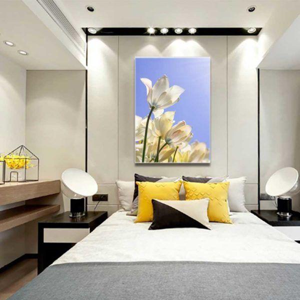 Tranh hoa tulip treo đầu giường