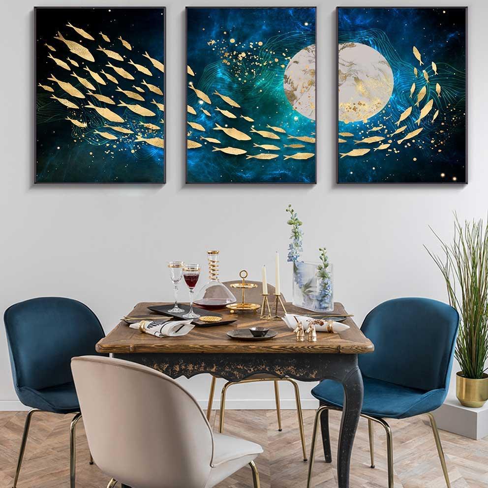Tranh trừu tượng đàn cá bơi quanh bóng trăng