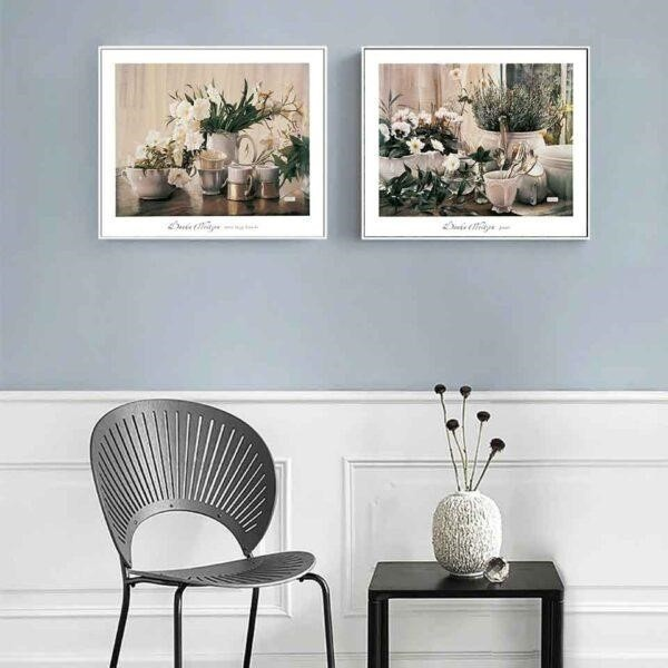Tranh treo tường là tranh dùng để treo trên những bức tường giúp tô điểm, ẩn bớt đi khoảng không trống trải của mảng tường thô kệch